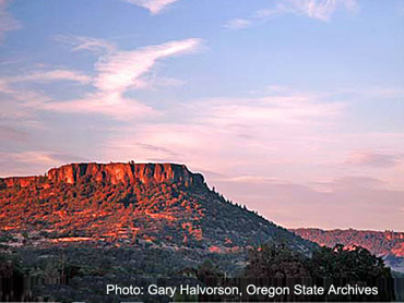 Remarkable Table Rock In Southern Oregon Home Interior And Landscaping Dextoversignezvosmurscom